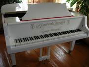 Продам рояль белый (комнатный миньон )
