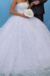 Продаётся платье свадебное цвет-белый.размер42-44.
